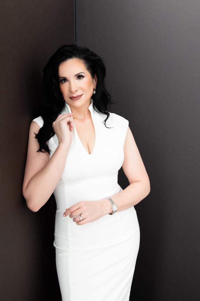 Dr Alina Sholar