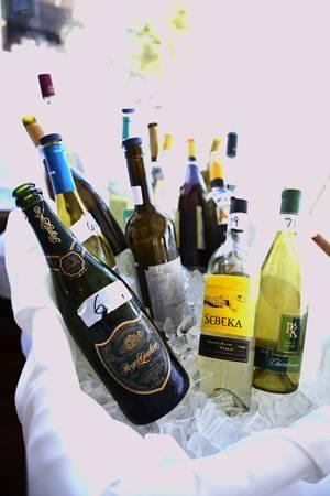bottles-in-a-basket_l