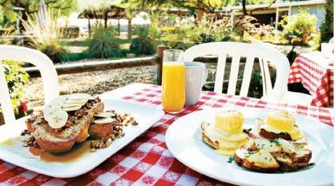 Morning-Glory-Cafe-Farm-at-South-Mountain-Patio-Dining