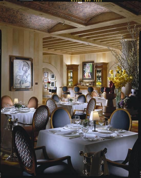 Bellagio Picasso Dining Room Corner BEL00403.eps