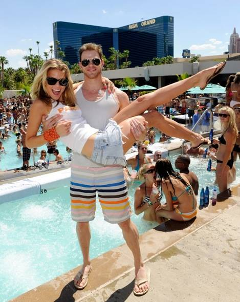 Kellan Lutz picks up AnnaLynne McCord at WET REPUBLIC,Las Vegas
