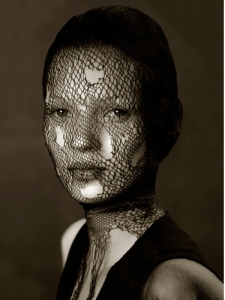 Albert-Watson-Kate-Moss-in-Torn-Veil-Marrakech-1963-