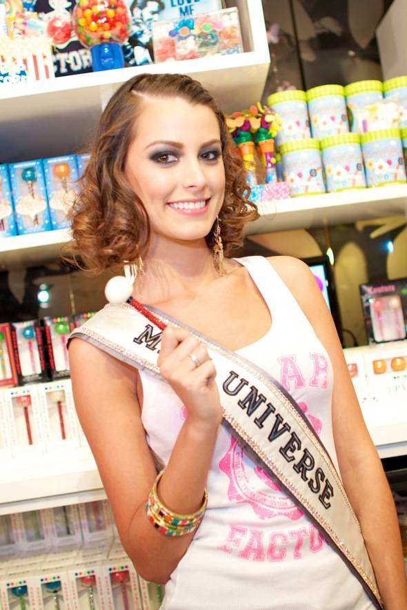 Miss Universe with Couture Pop at Sugar Factory (Larios)