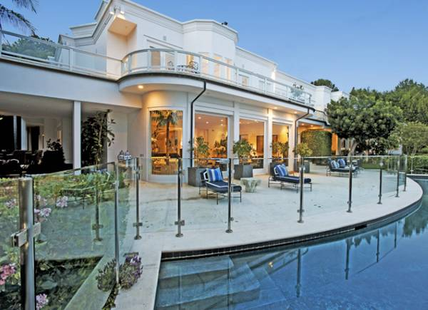 19 5 million beverly hills estate listed by jeff hyland for Luxury houses in beverly hills for sale