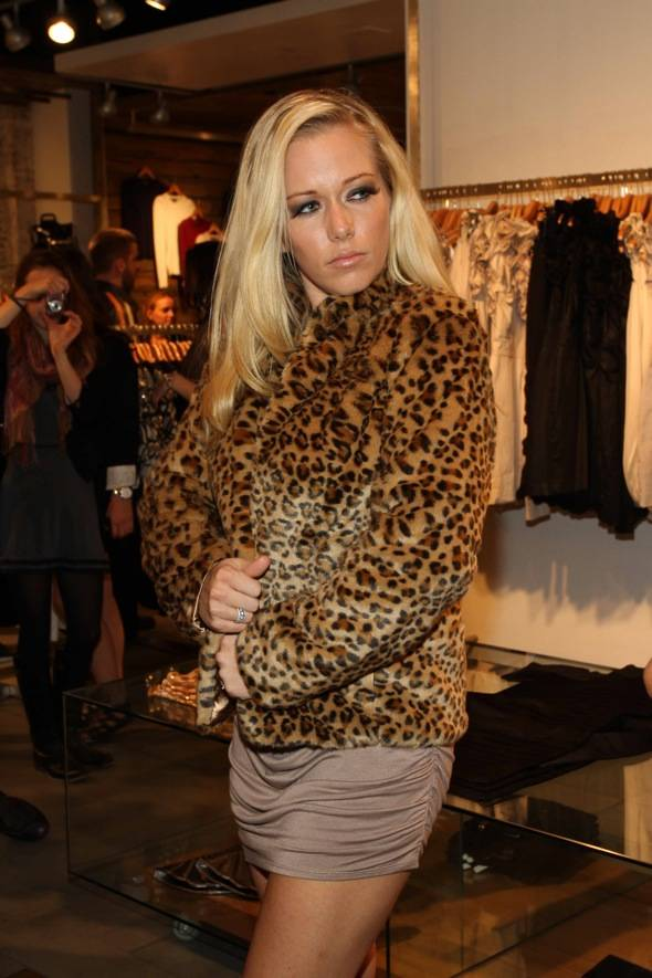 Kendra in Leopard @ FC