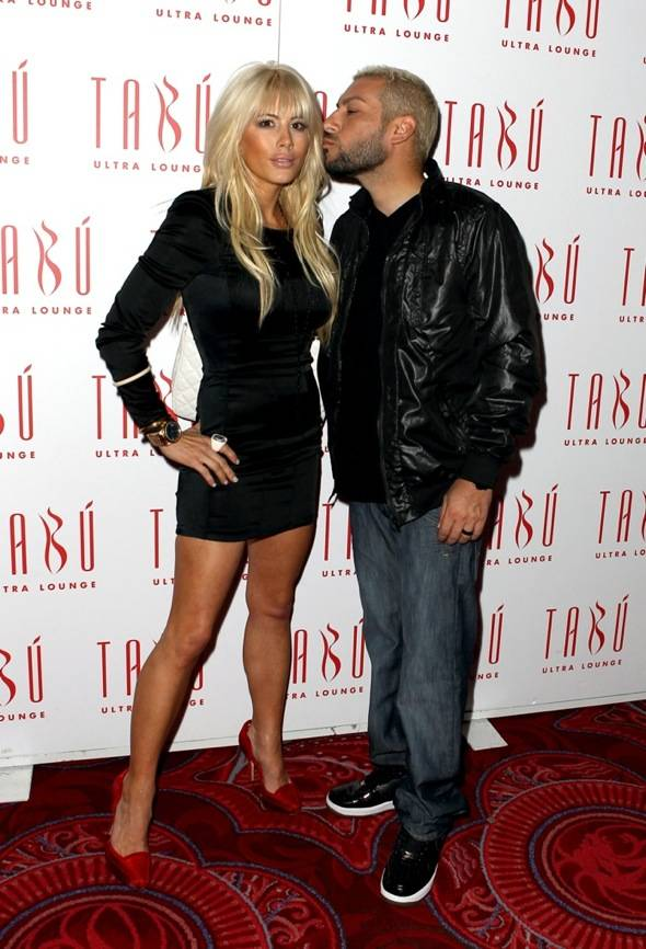 Nik Richie kissing Shayne Lamas on the carpet at Tabú Ultra Lounge