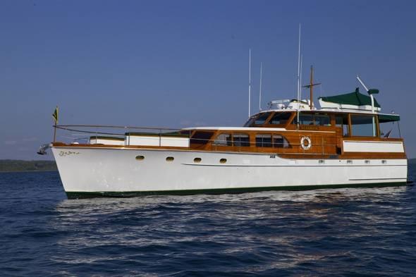 Elegante Motor Yacht
