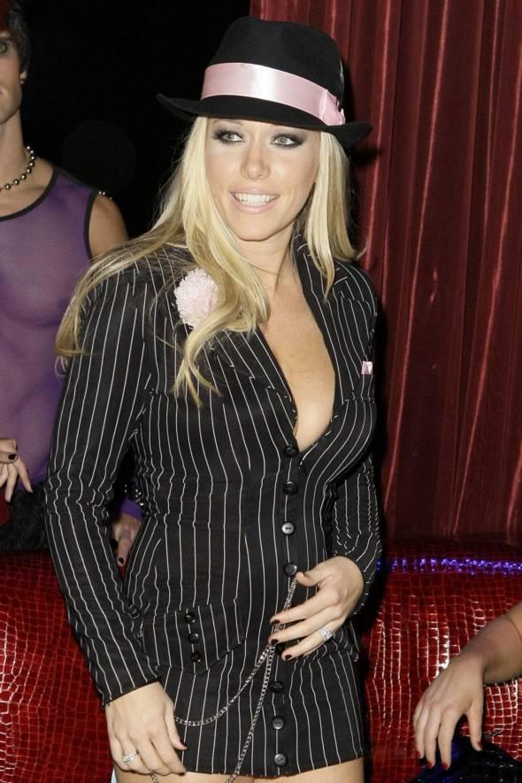Kendra Wilkinson_LAX Nightclub VIP_10.30.10