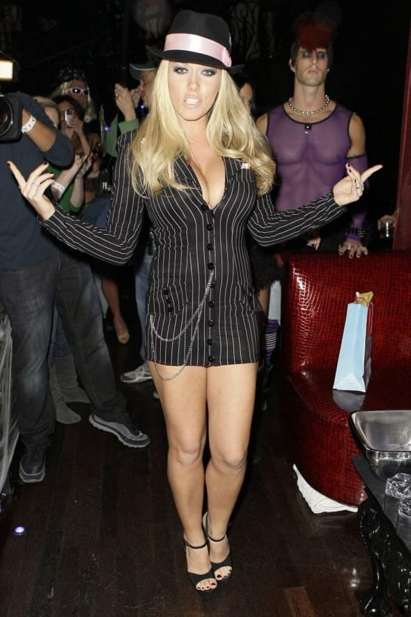 Kendra Wilkinson_LAX Nightclub_10.30.10