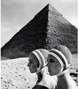 Gundlach-The Cheops Pyramid-Karin Mossberg and Micky Zenati in Op-Art Fashion-Gizeh/Egypt-1966