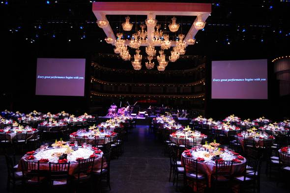 9–Barton-G.-dinner-on-stage-at-BOH
