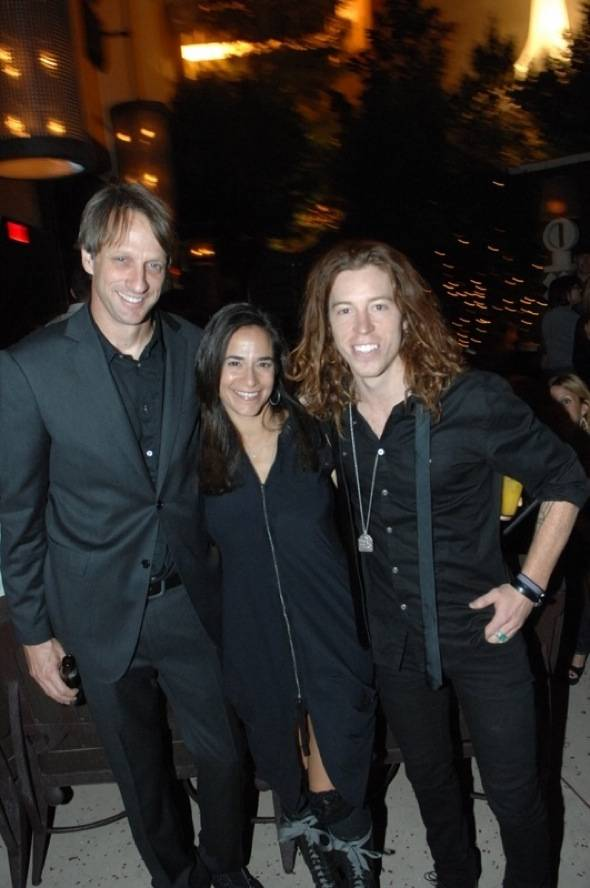 Blush_Tony_Hawk_with_Shaun_White_and_friend.
