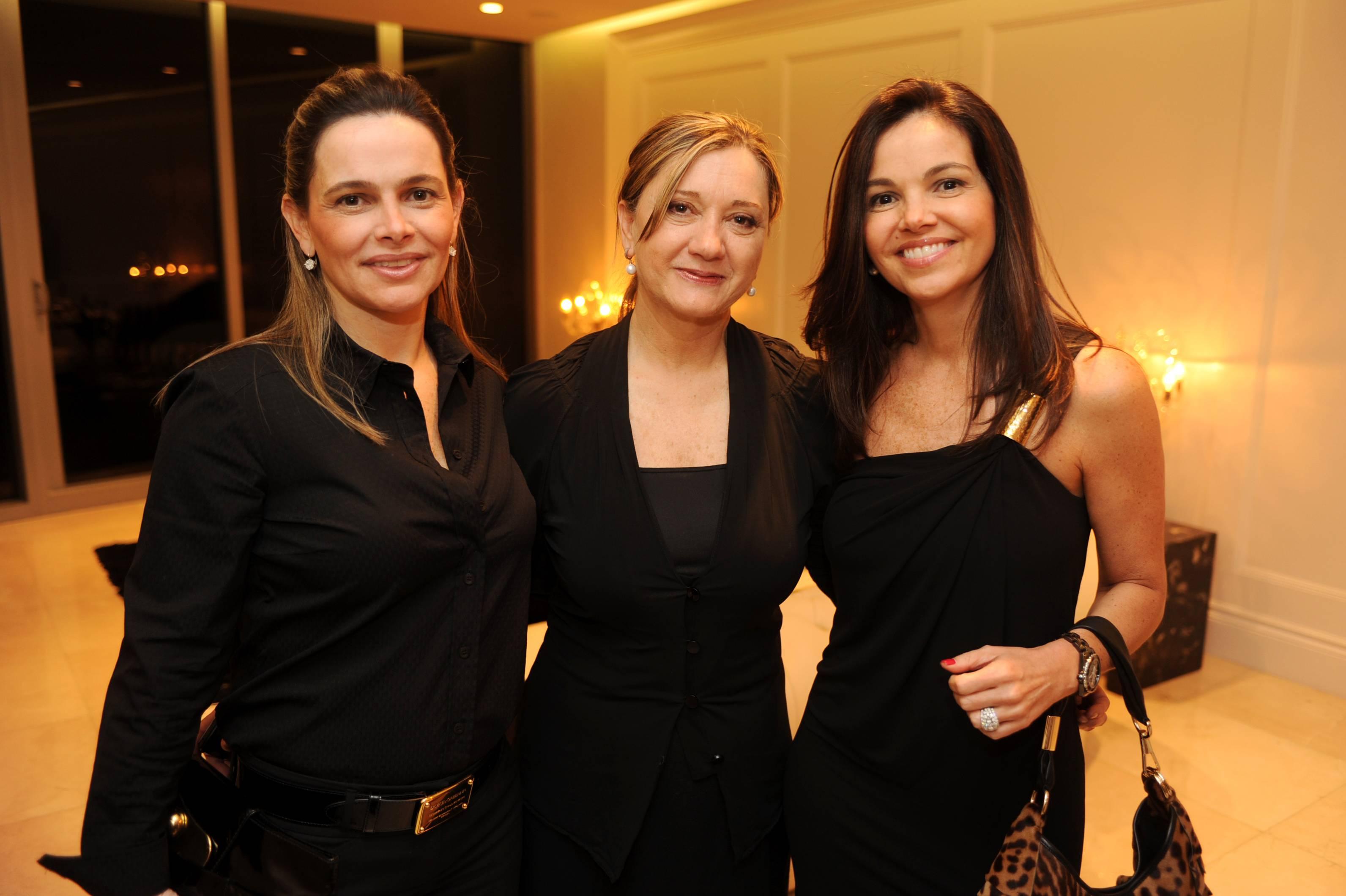 Claudia de Souza,Vania Dos Santos & and Andrea Andrade