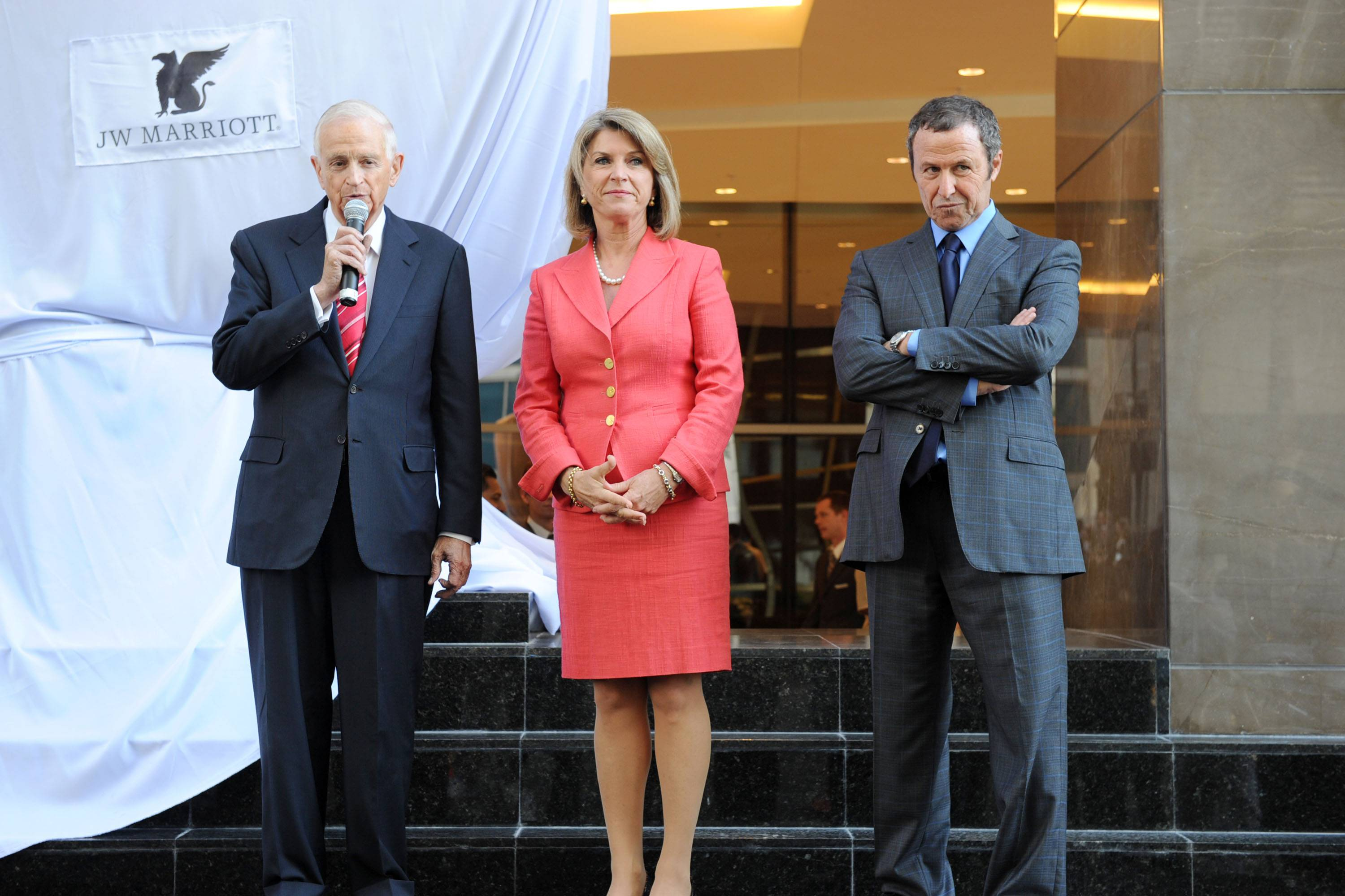 Mr. Bill Marriott, Kathleen Matthews, Ricardo Glas Unveiling The Griffin
