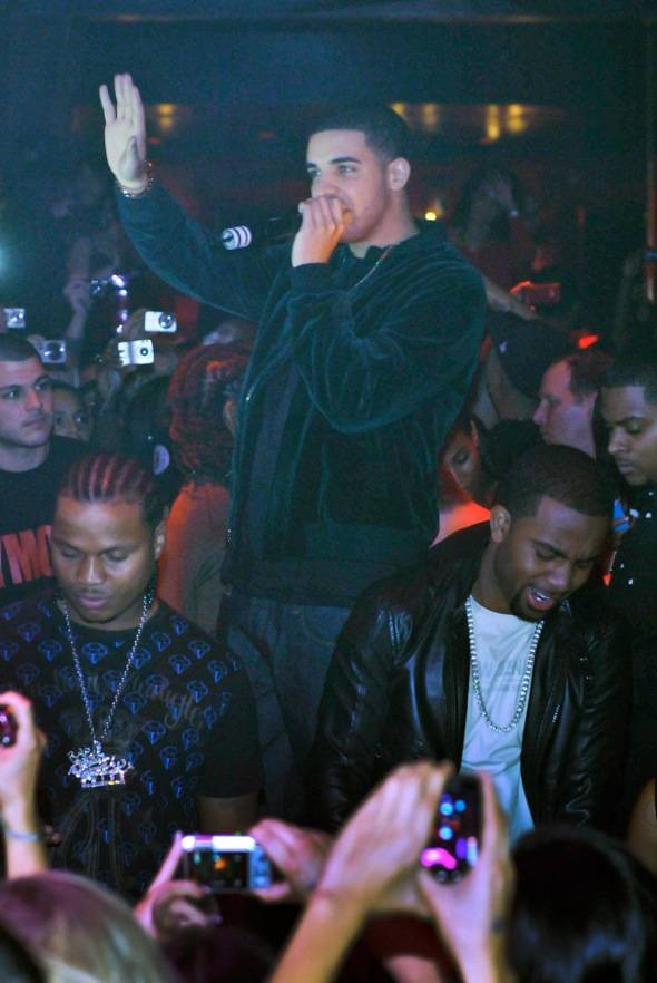 Tryst – Drake – mic
