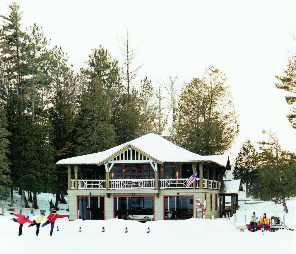 Boathosue Wintertime Image