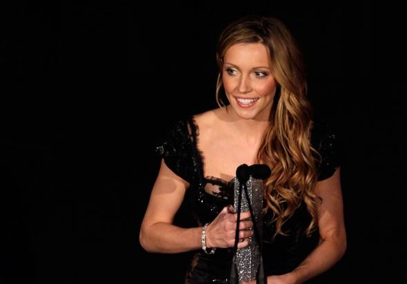 Future Style Icon Winner Katie Cassidy thanks The Palazzo for her award