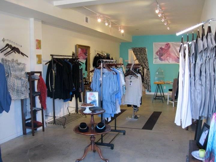 aura fashion gallery