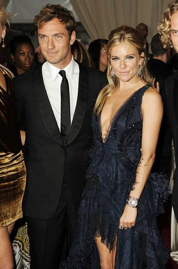 Jude-Law-and-Sienna-Miller-Reunite
