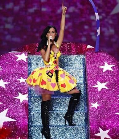 Katy-Perry-at-Victorias-Secret-Fashion-Show