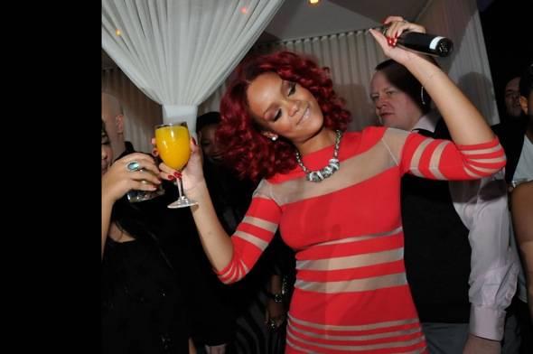 107794287DB002_Rihanna_Host