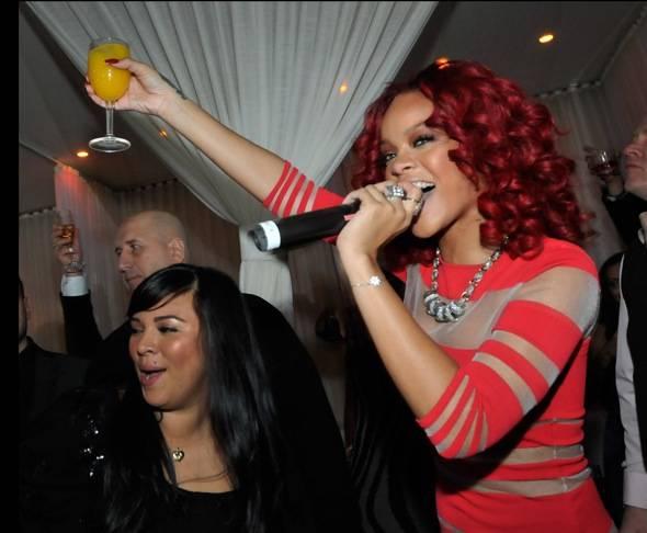 107794287DB006_Rihanna_Host