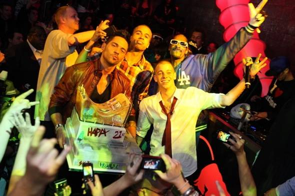 Ryan Sheckler celebrates his 21st with Snoop Dogg at Moon Nightclub_Credit Joe Fury_9 Group
