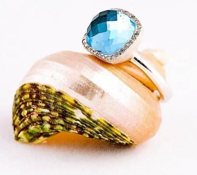 Blue_Topaz_and_Diamonds