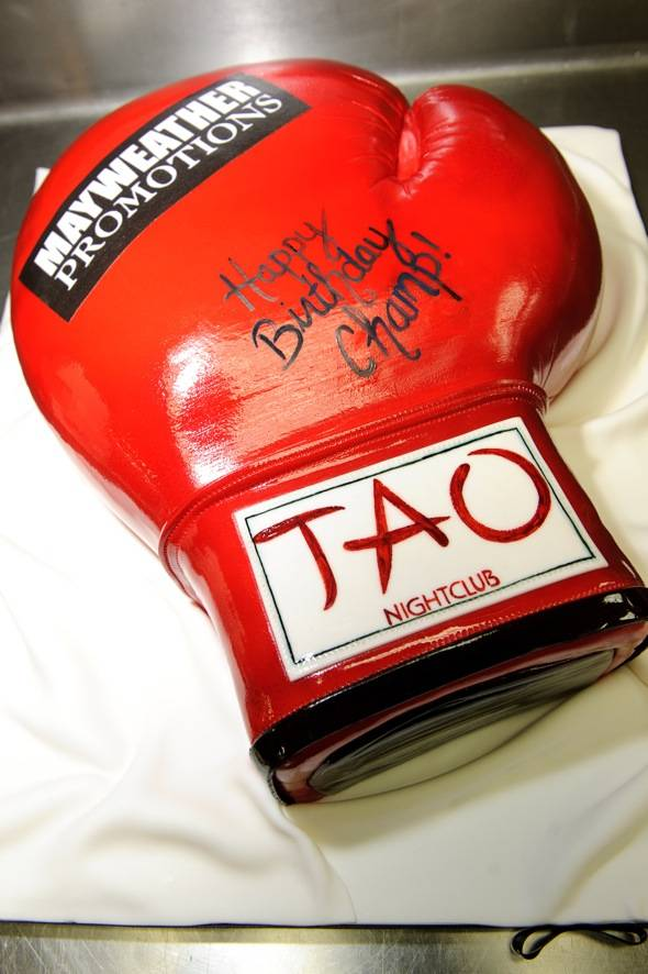 Floyd Mayweather cake at TAO LV