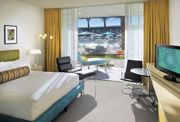 Hotel-Valley-Ho-Cabana-Guest-Room