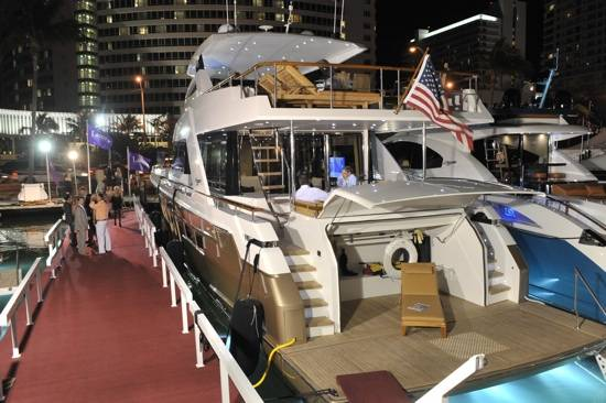 yacht show blog size