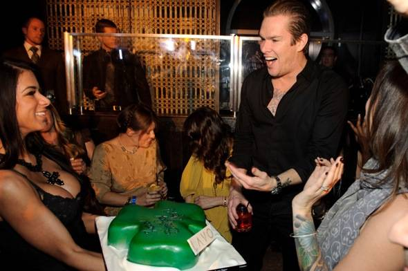 Mark McGrath receives bday cake at LAVO LV