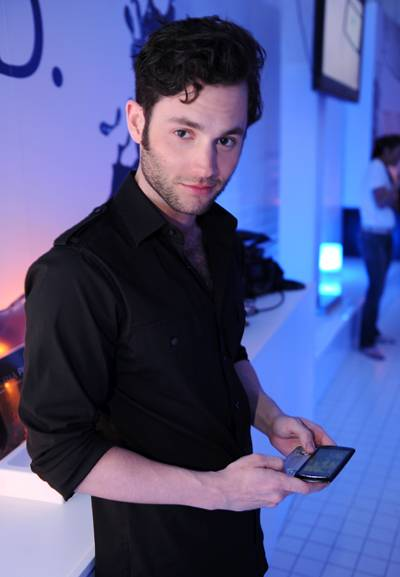 Penn-Badgley-Playing-with-the-Xperia-PLAY