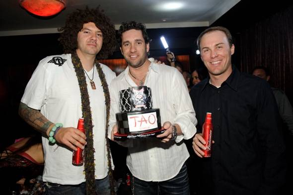 Skyskrape, Elliot Sadler, Kevin Harvick, at TAO