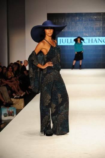 julian chang miami fashion week 2011  4 (350 x 526)