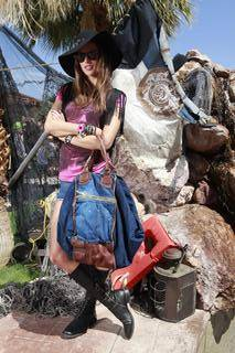 Alessandra with Divina Bag 2 (2)