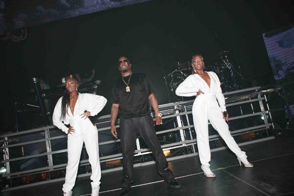 Diddy-Dirty-Money-Performance-4