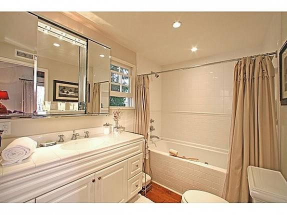 Swift_Bathroom2-574x430