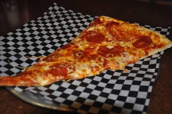 Venezias-New-York-Style-Pizza-by-the-slice-Phoenix