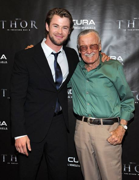 Chris-Hemsworth-and-Stan-Lee[1]