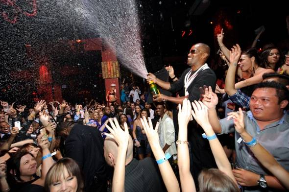 Jamie Foxx sprays Champagne at TAO