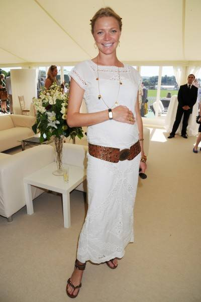 Jodie_Kidd_wearing_Jaeger-LeCoultre_Reverso_Duetto[1]