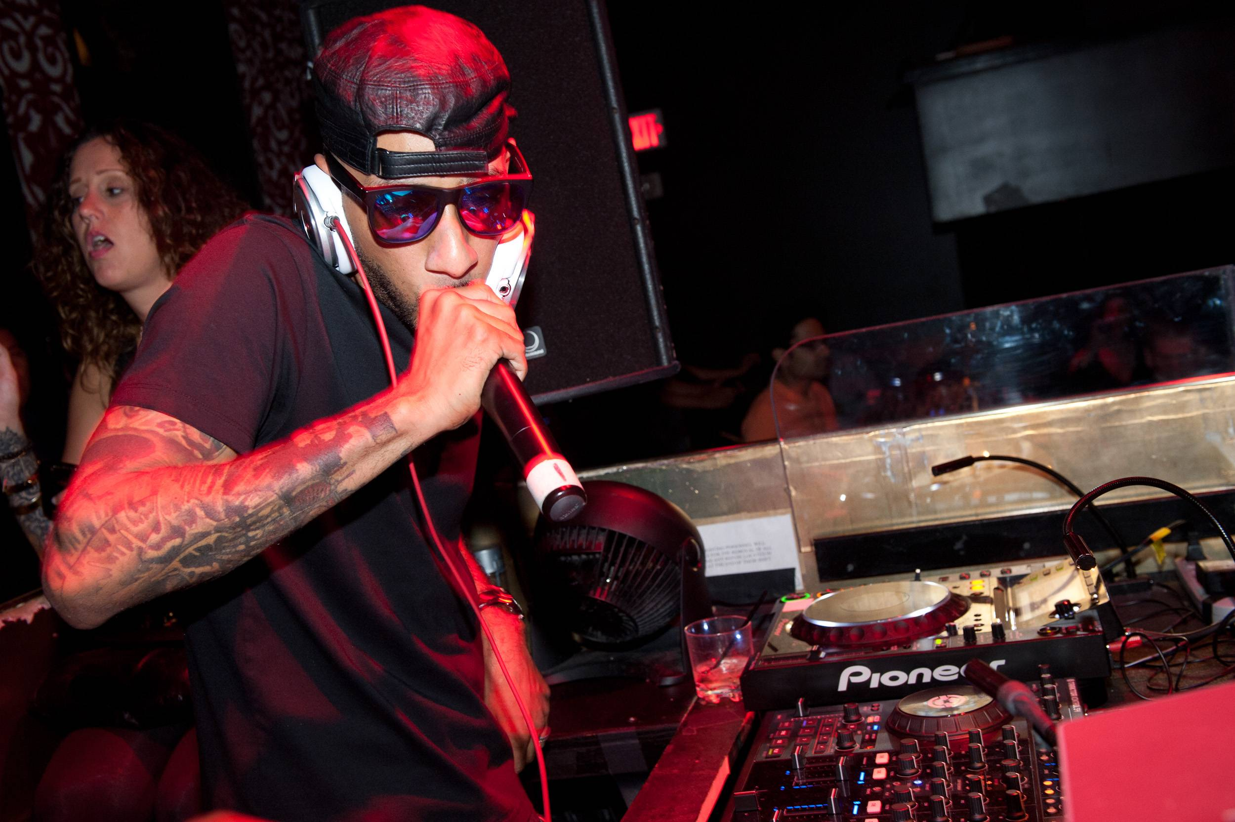 Swizz Beatz spins at TAO LV
