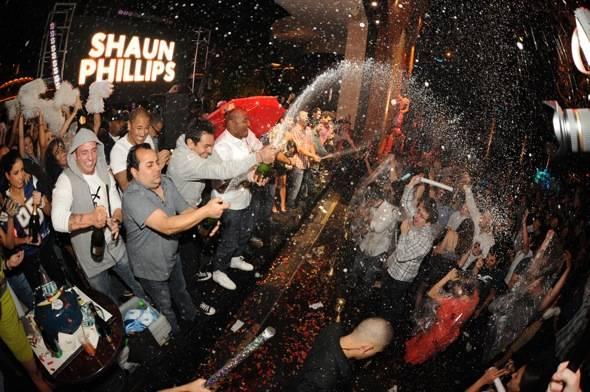 XS - Shaun Phillips champagne
