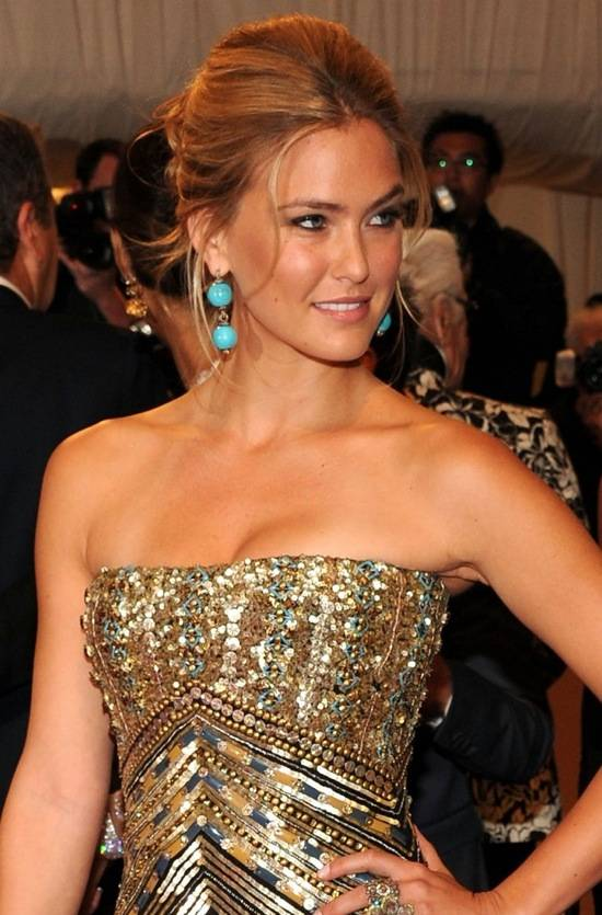 bar-rafaeli-wears-nars-met-ball-2011