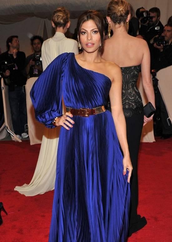 eva-mendes-wears-nars-met-ball-2