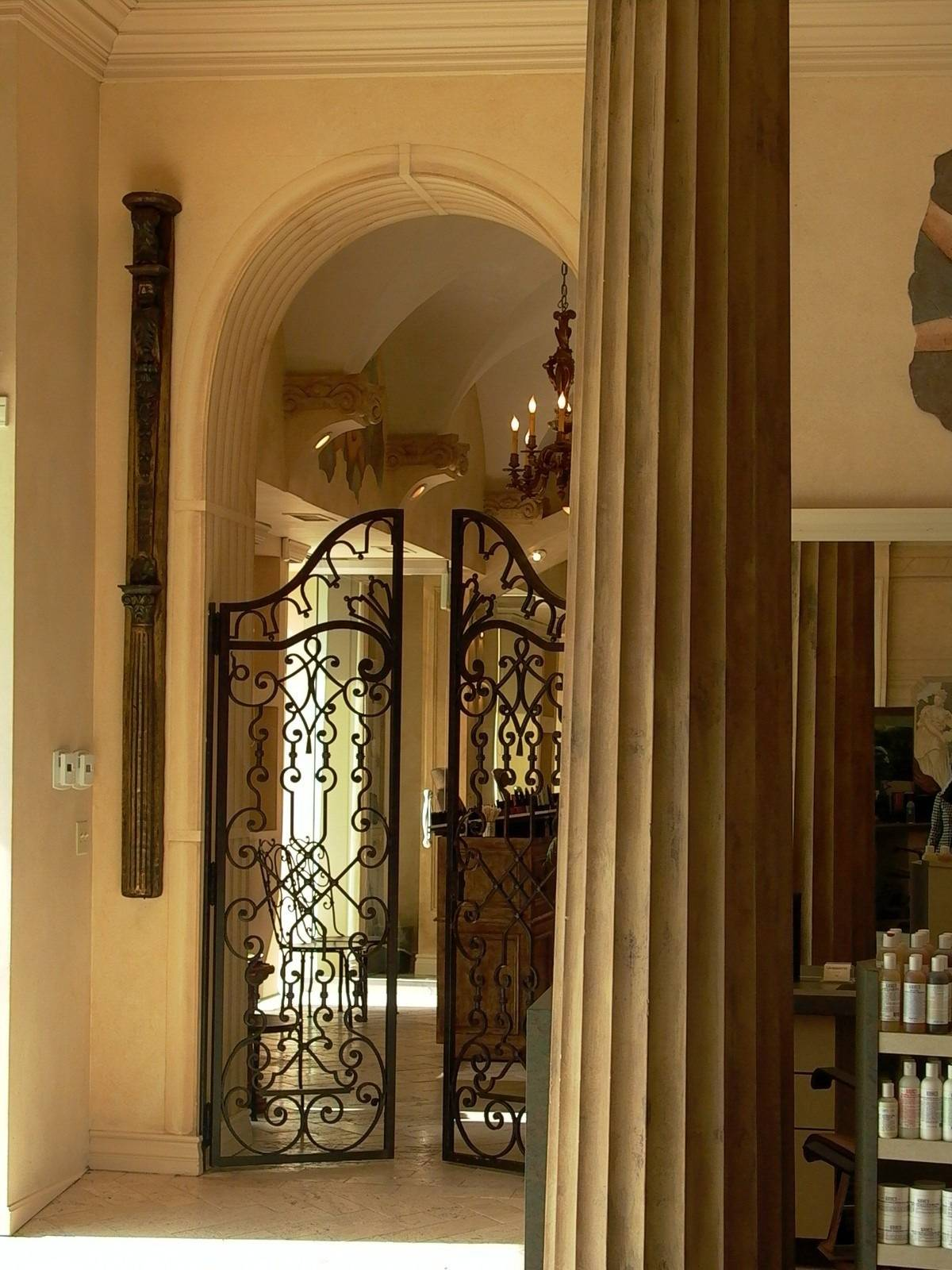 salon pic gate