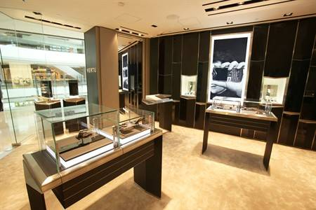 Luxury mobile phone designer vertu launches new store at for Mobel luxus designer