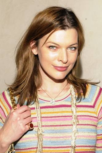 Actress_Mila_Jovovich_wearing_Alberto_Parada_Jewelry[1]