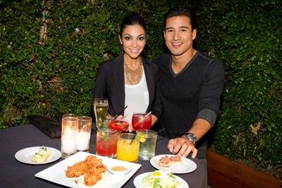 Mario_Lopez_and_Courtney_eating_at_the_Lexington_Social_House[1]
